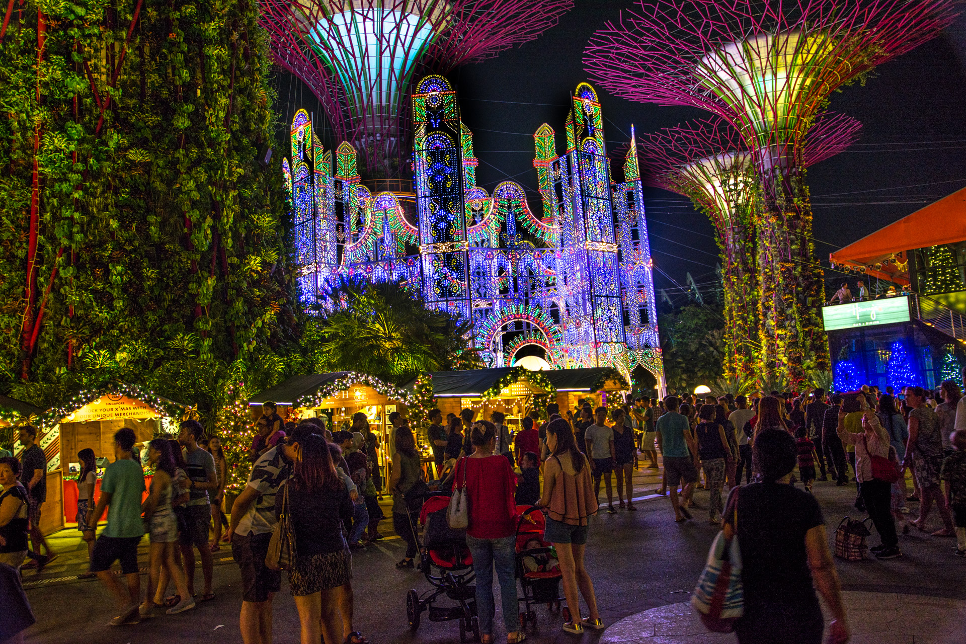 christmas wonderland at gardens by the bay mini photo essay unlike the two previous editions of christmas wonderland this year s edition charges an entrance fee ranging from 4 to 8 call it human psychology